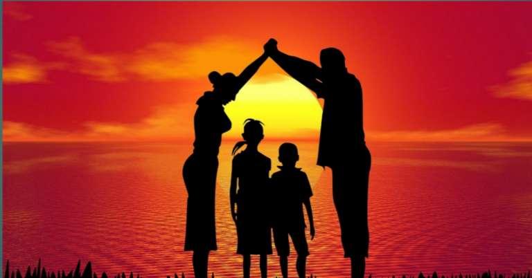 बच्चों के नैतिक और शारीरिक विकास में माता पिता और शिक्षकों की भूमिका