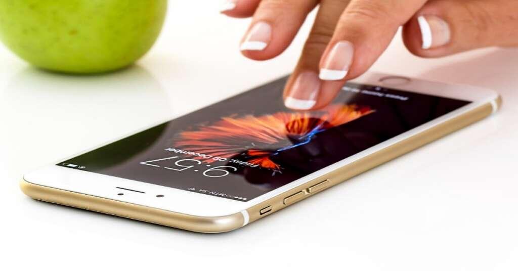 सैनिटाइजर के उपयोग से हो सकता है मोबाइल फ़ोन को बड़ा नुकसान